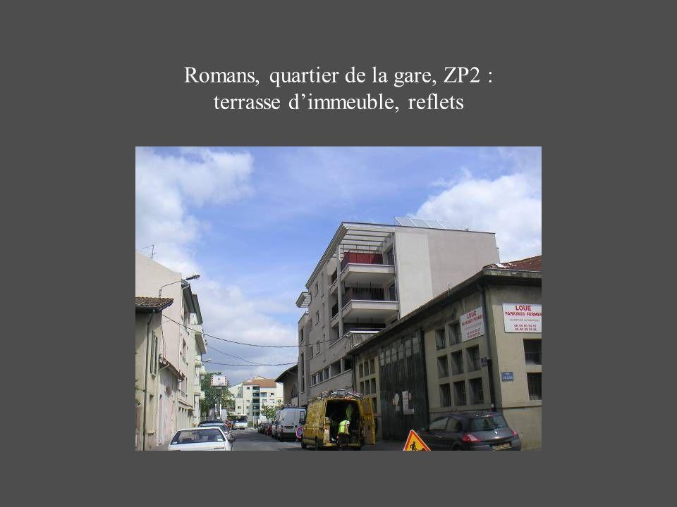 Romans, quartier de la gare, ZP2 : terrasse d'immeuble, reflets