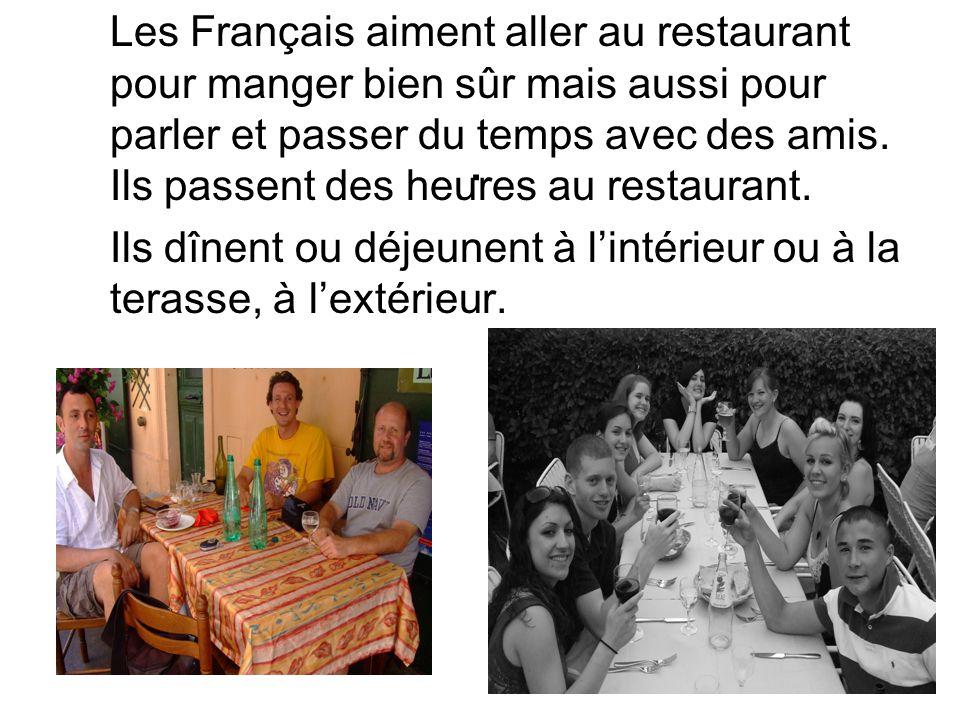 Les Français aiment aller au restaurant pour manger bien sûr mais aussi pour parler et passer du temps avec des amis. Ils passent des heures au restaurant.