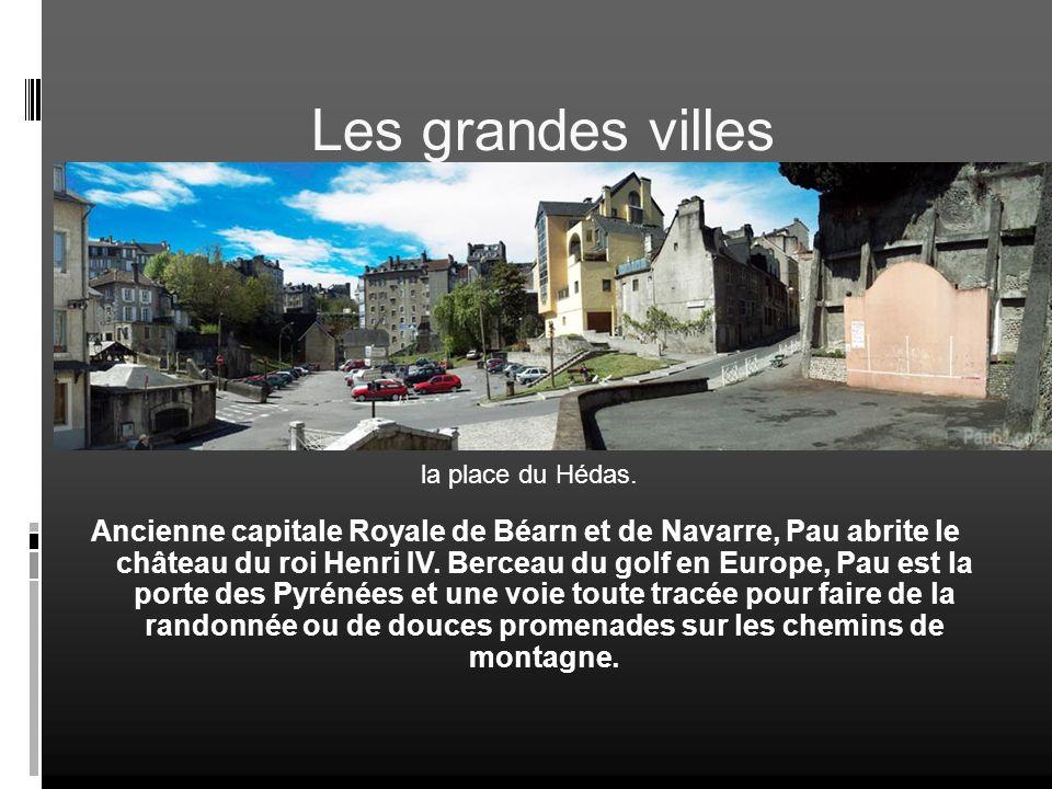 Les grandes villes Pau la place du Hédas.