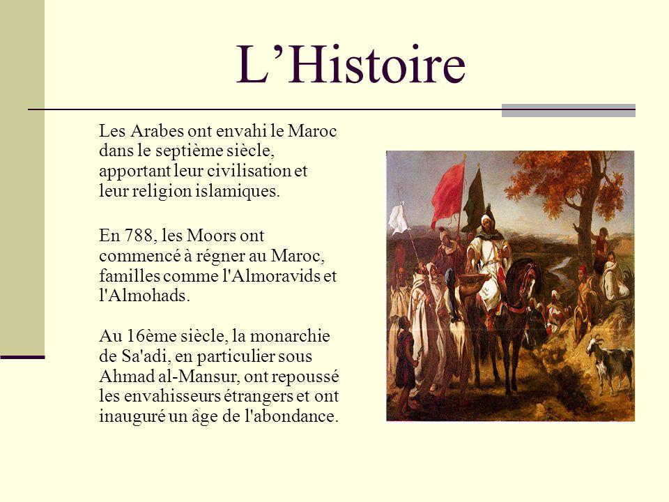 L'Histoire Les Arabes ont envahi le Maroc dans le septième siècle, apportant leur civilisation et leur religion islamiques.