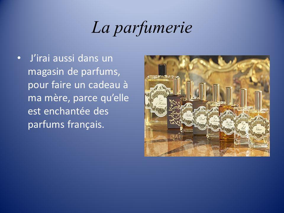 La parfumerie J'irai aussi dans un magasin de parfums, pour faire un cadeau à ma mère, parce qu'elle est enchantée des parfums français.