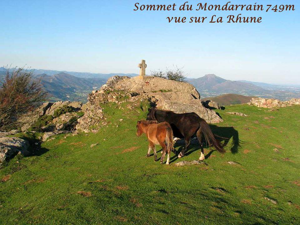 Sommet du Mondarrain 749m vue sur La Rhune