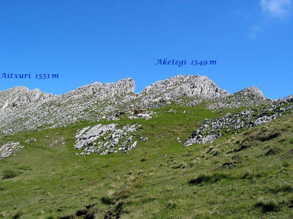 Aketegi 1549 m Aitxuri 1551 m