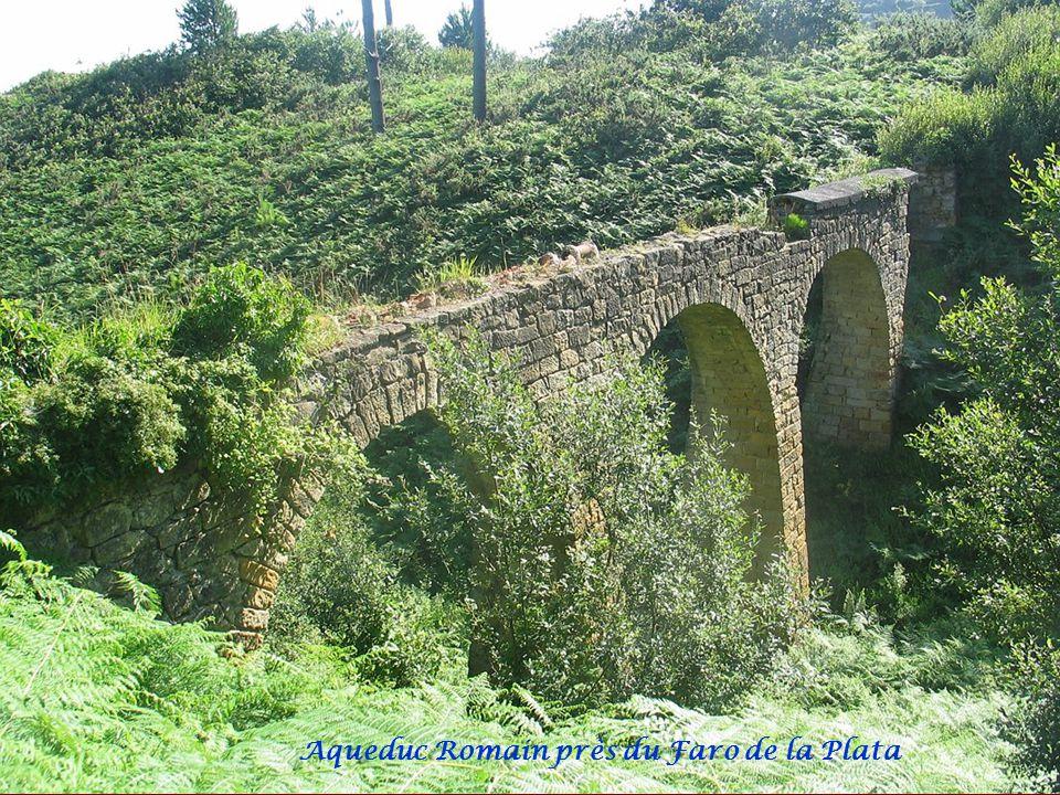 Aqueduc Romain près du Faro de la Plata