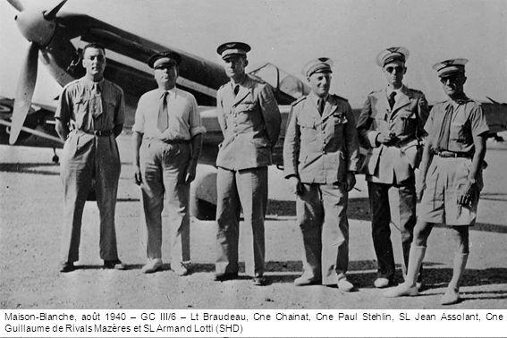 Maison-Blanche, août 1940 – GC III/6 – Lt Braudeau, Cne Chainat, Cne Paul Stehlin, SL Jean Assolant, Cne Guillaume de Rivals Mazères et SL Armand Lotti (SHD)