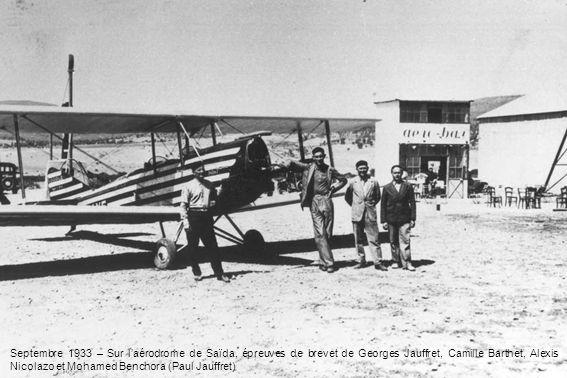 Septembre 1933 – Sur l'aérodrome de Saïda, épreuves de brevet de Georges Jauffret, Camille Barthet, Alexis Nicolazo et Mohamed Benchora (Paul Jauffret)