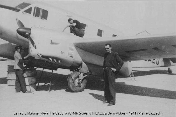 Le radio Magnien devant le Caudron C 445 Goéland F-BAEU à Béni-Abbès – 1941 (Pierre Lazuech)