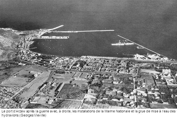 Le port d'Arzew après la guerre avec, à droite, les installations de la Marine Nationale et la grue de mise à l'eau des hydravions (Georges Vieville)