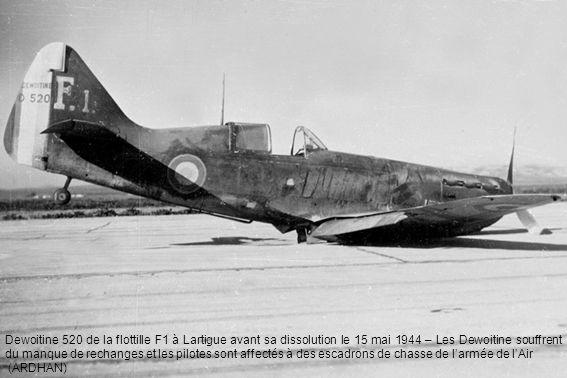 Dewoitine 520 de la flottille F1 à Lartigue avant sa dissolution le 15 mai 1944 – Les Dewoitine souffrent du manque de rechanges et les pilotes sont affectés à des escadrons de chasse de l'armée de l'Air