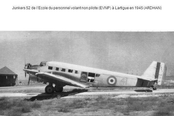 Junkers 52 de l'Ecole du personnel volant non pilote (EVNP) à Lartigue en 1945 (ARDHAN)