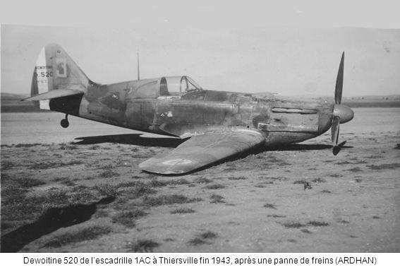 Dewoitine 520 de l'escadrille 1AC à Thiersville fin 1943, après une panne de freins (ARDHAN)