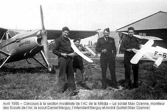 Avril 1950 – Concours à la section modéliste de l'AC de la Mitidja – Le soldat Max Ozenne, moniteur des Scouts de l'Air, le scout Daniel Merguy, l'intendant Merguy et André Guillet (Max Ozenne)