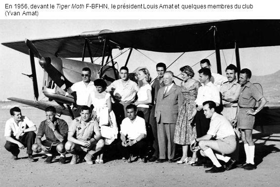 En 1956, devant le Tiger Moth F-BFHN, le président Louis Amat et quelques membres du club