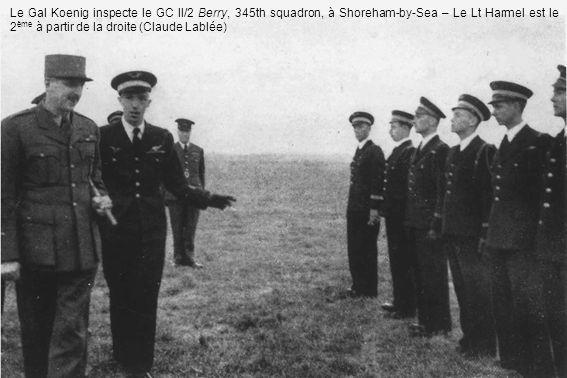 Le Gal Koenig inspecte le GC II/2 Berry, 345th squadron, à Shoreham-by-Sea – Le Lt Harmel est le 2ème à partir de la droite (Claude Lablée)