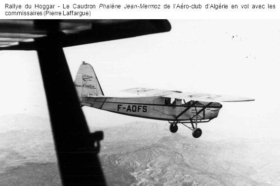 Rallye du Hoggar - Le Caudron Phalène Jean-Mermoz de l'Aéro-club d'Algérie en vol avec les commissaires (Pierre Laffargue)