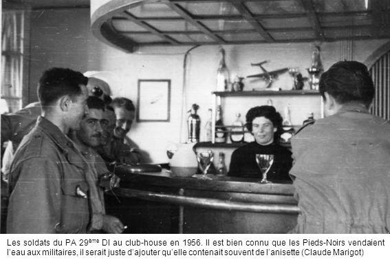 Les soldats du PA 29ème DI au club-house en 1956