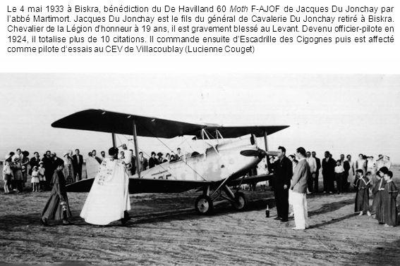 Le 4 mai 1933 à Biskra, bénédiction du De Havilland 60 Moth F-AJOF de Jacques Du Jonchay par l'abbé Martimort.