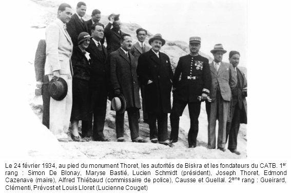 Le 24 février 1934, au pied du monument Thoret, les autorités de Biskra et les fondateurs du CATB.