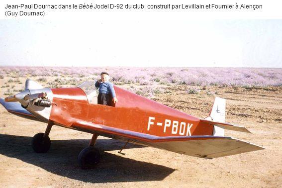 Jean-Paul Dournac dans le Bébé Jodel D-92 du club, construit par Levillain et Fournier à Alençon