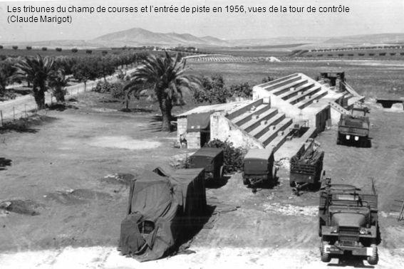 Les tribunes du champ de courses et l'entrée de piste en 1956, vues de la tour de contrôle