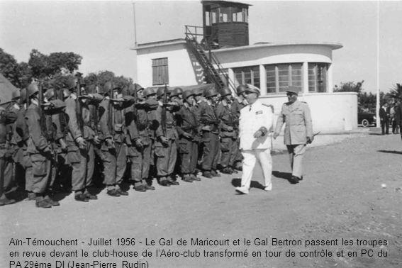 Aïn-Témouchent - Juillet 1956 - Le Gal de Maricourt et le Gal Bertron passent les troupes en revue devant le club-house de l'Aéro-club transformé en tour de contrôle et en PC du PA 29ème DI (Jean-Pierre Rudin)