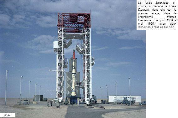 La fusée Emeraude, ci-contre, a précédé la fusée Diamant, dont elle est le premier étage, dans le programme Pierres Précieuses de juin 1964 à mai 1965, avec deux lancements réussis sur cinq