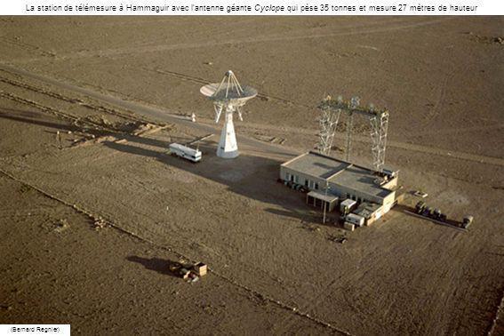 La station de télémesure à Hammaguir avec l'antenne géante Cyclope qui pèse 35 tonnes et mesure 27 mètres de hauteur