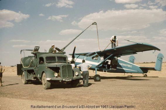 Ravitaillement d'un Broussard à El-Abiod en 1961 (Jacques Perrin)