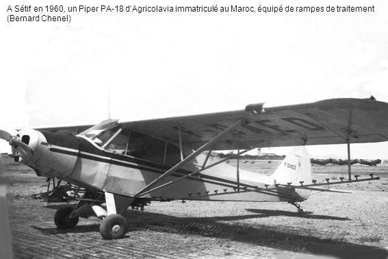 A Sétif en 1960, un Piper PA-18 d'Agricolavia immatriculé au Maroc, équipé de rampes de traitement (Bernard Chenel)