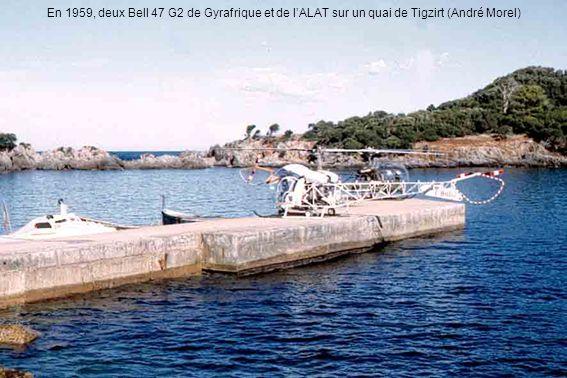 En 1959, deux Bell 47 G2 de Gyrafrique et de l'ALAT sur un quai de Tigzirt (André Morel)