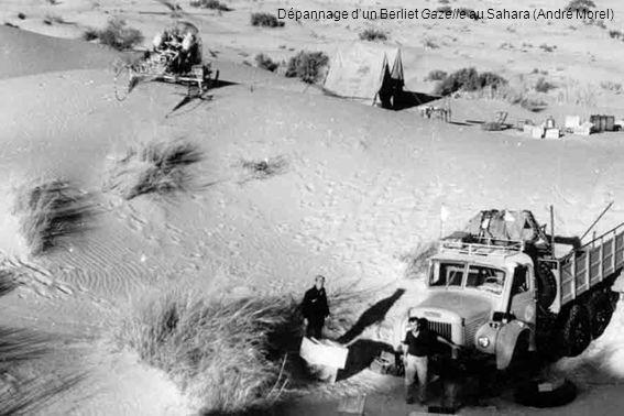Dépannage d'un Berliet Gazelle au Sahara (André Morel)