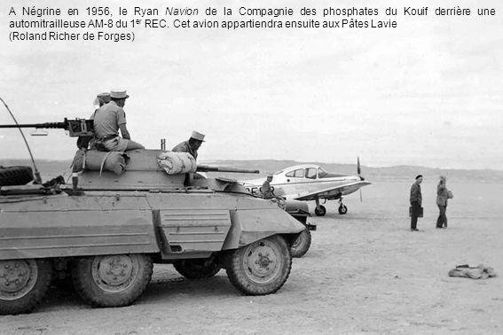 A Négrine en 1956, le Ryan Navion de la Compagnie des phosphates du Kouif derrière une automitrailleuse AM-8 du 1er REC. Cet avion appartiendra ensuite aux Pâtes Lavie