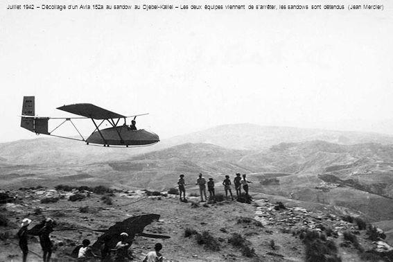 Juillet 1942 – Décollage d'un Avia 152a au sandow au Djebel-Kallel – Les deux équipes viennent de s'arrêter, les sandows sont détendus (Jean Mercier)