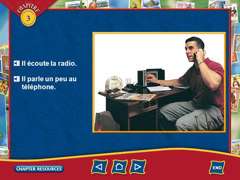 Il écoute la radio. Il parle un peu au téléphone.