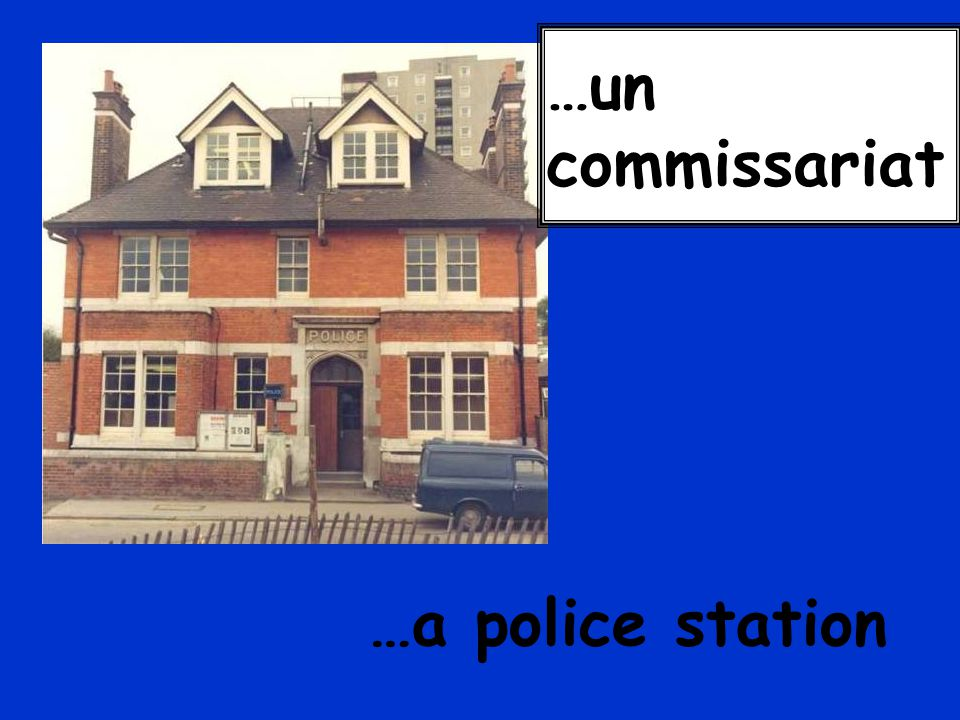 …un commissariat …a police station