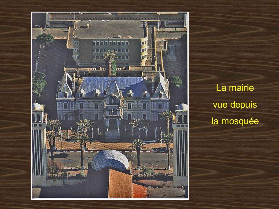 La mairie vue depuis la mosquée