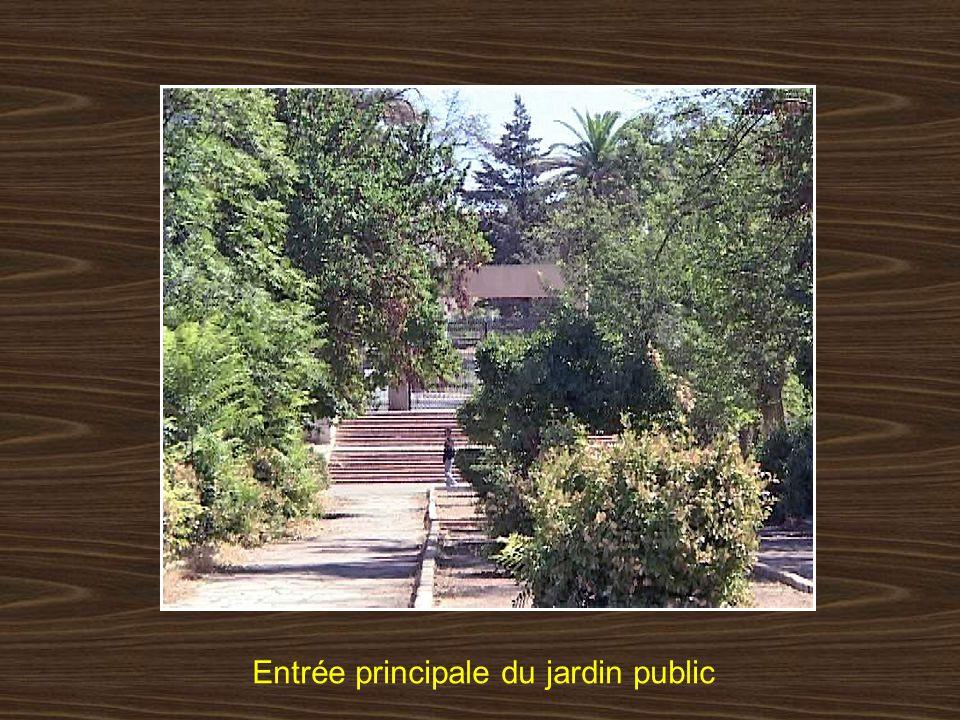 Entrée principale du jardin public