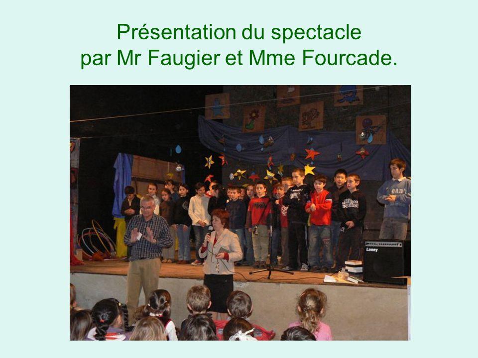 Présentation du spectacle par Mr Faugier et Mme Fourcade.