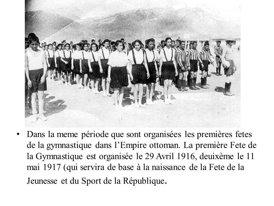 Dans la meme période que sont organisées les premières fetes de la gymnastique dans l'Empire ottoman.