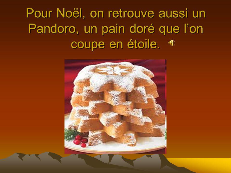 Pour Noël, on retrouve aussi un Pandoro, un pain doré que l'on coupe en étoile.