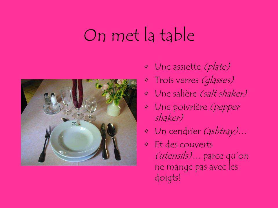 On met la table Une assiette (plate) Trois verres (glasses)