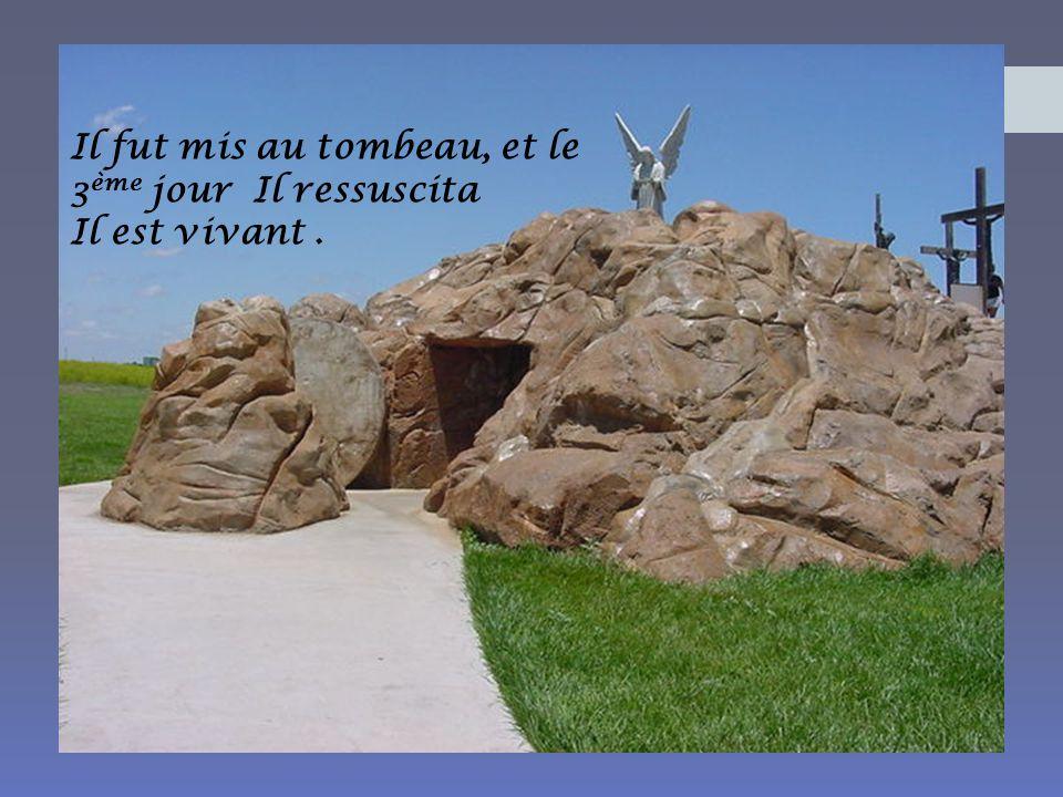Il fut mis au tombeau, et le 3ème jour Il ressuscita