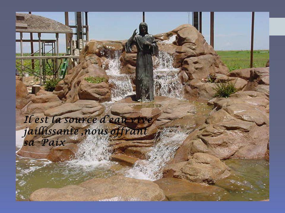 Il est la source d'eau vive jaillissante ,nous offrant sa Paix