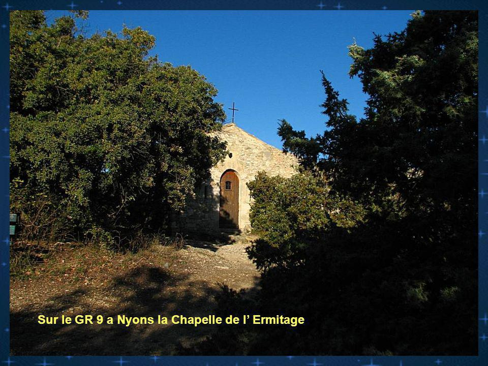 Sur le GR 9 a Nyons la Chapelle de l' Ermitage
