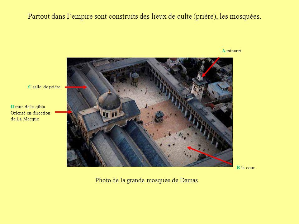 Partout dans l'empire sont construits des lieux de culte (prière), les mosquées.