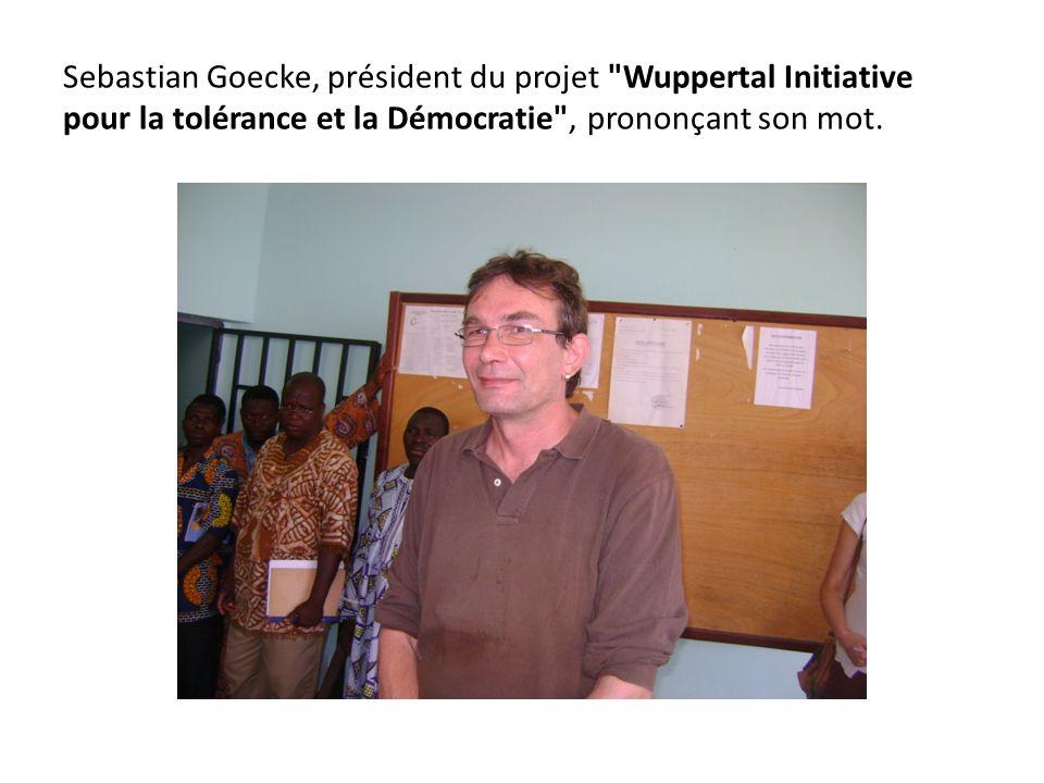 Sebastian Goecke, président du projet Wuppertal Initiative pour la tolérance et la Démocratie , prononçant son mot.