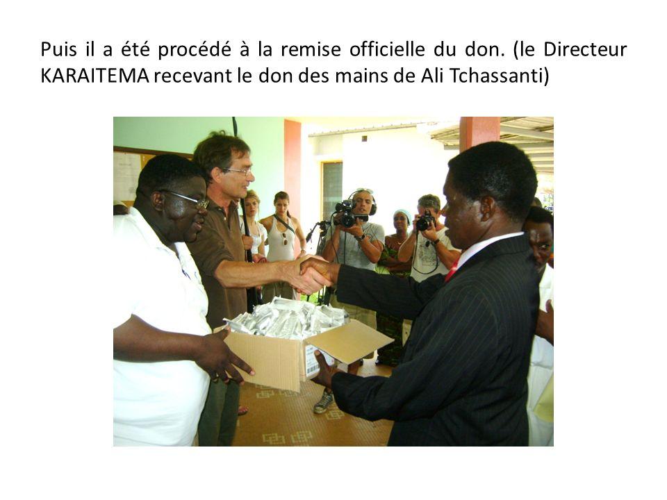 Puis il a été procédé à la remise officielle du don
