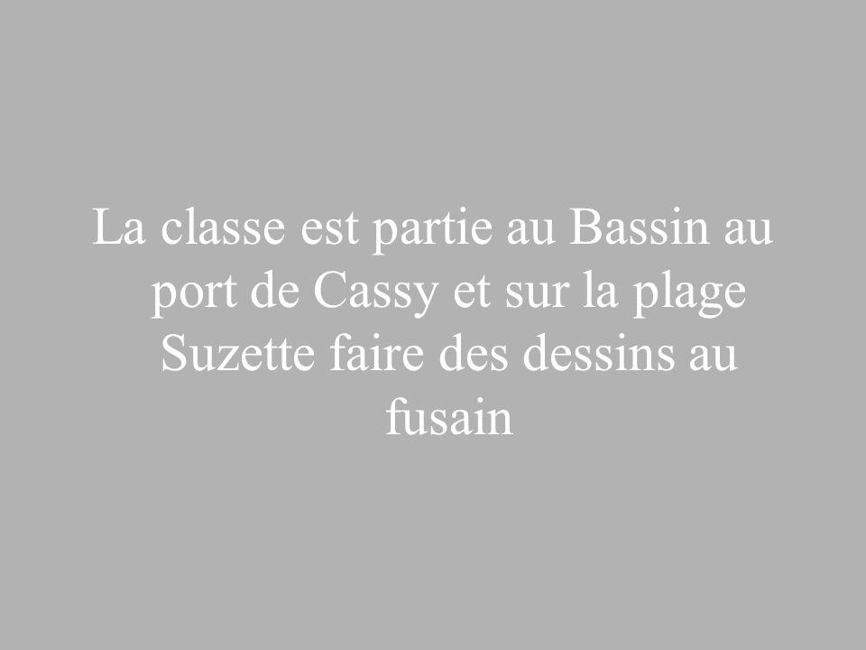 La classe est partie au Bassin au port de Cassy et sur la plage Suzette faire des dessins au fusain
