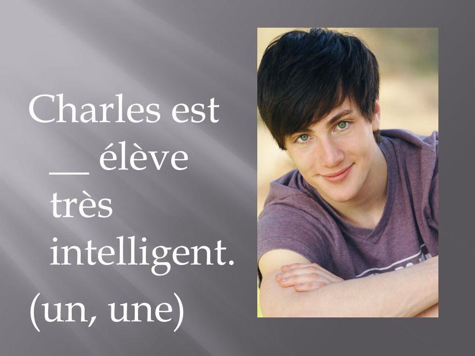 Charles est __ élève très intelligent. (un, une)