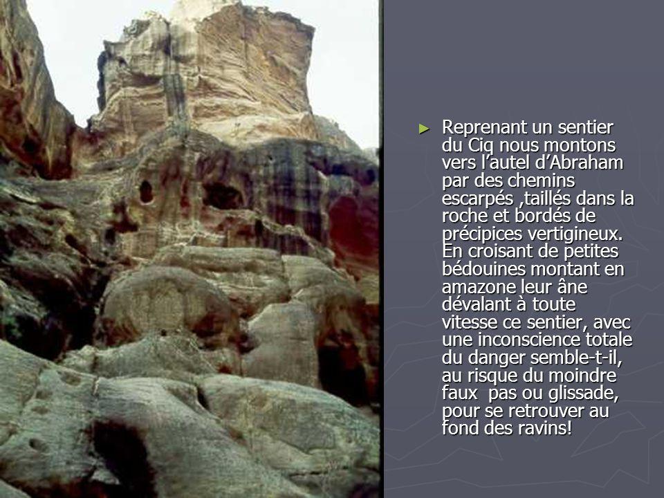 Reprenant un sentier du Ciq nous montons vers l'autel d'Abraham par des chemins escarpés ,taillés dans la roche et bordés de précipices vertigineux.